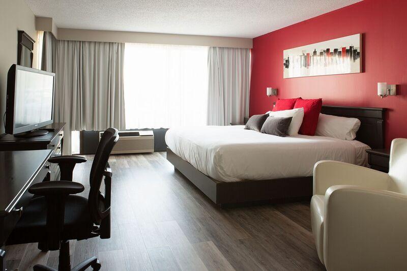 https://www.hoteluniversel.com/wp-content/uploads/2014/09/Suite-511.jpg
