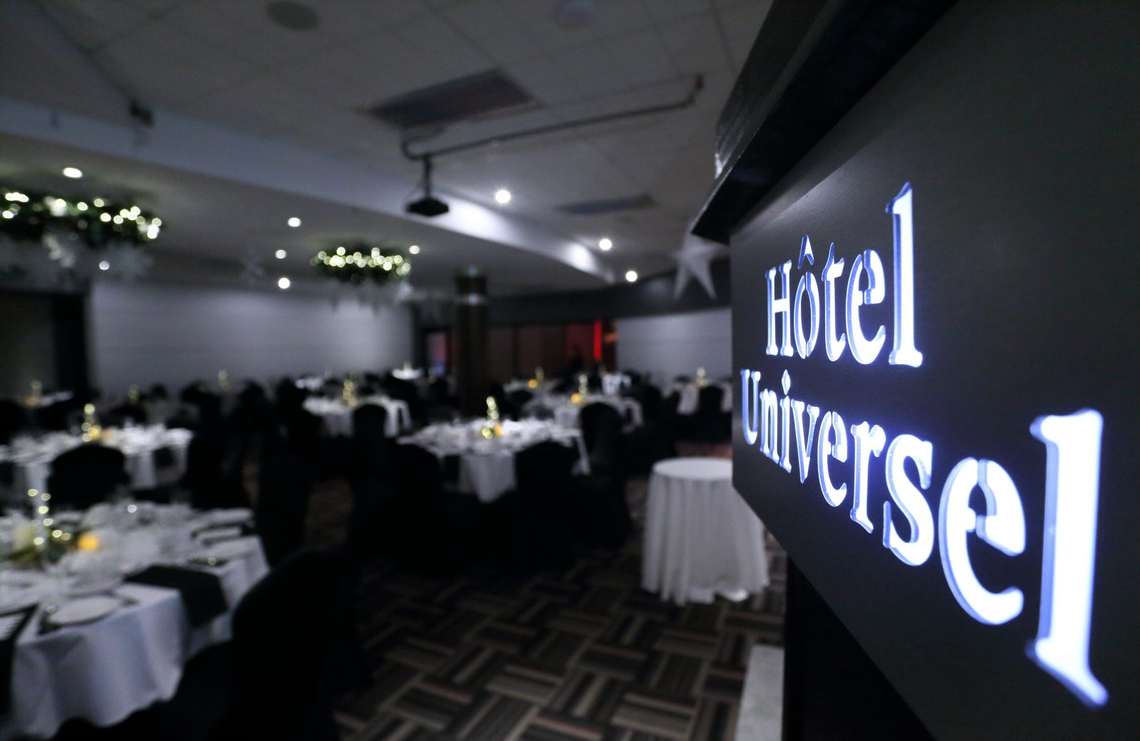 https://www.hoteluniversel.com/wp-content/uploads/2018/04/Ambiance-5-1600x1040.jpg