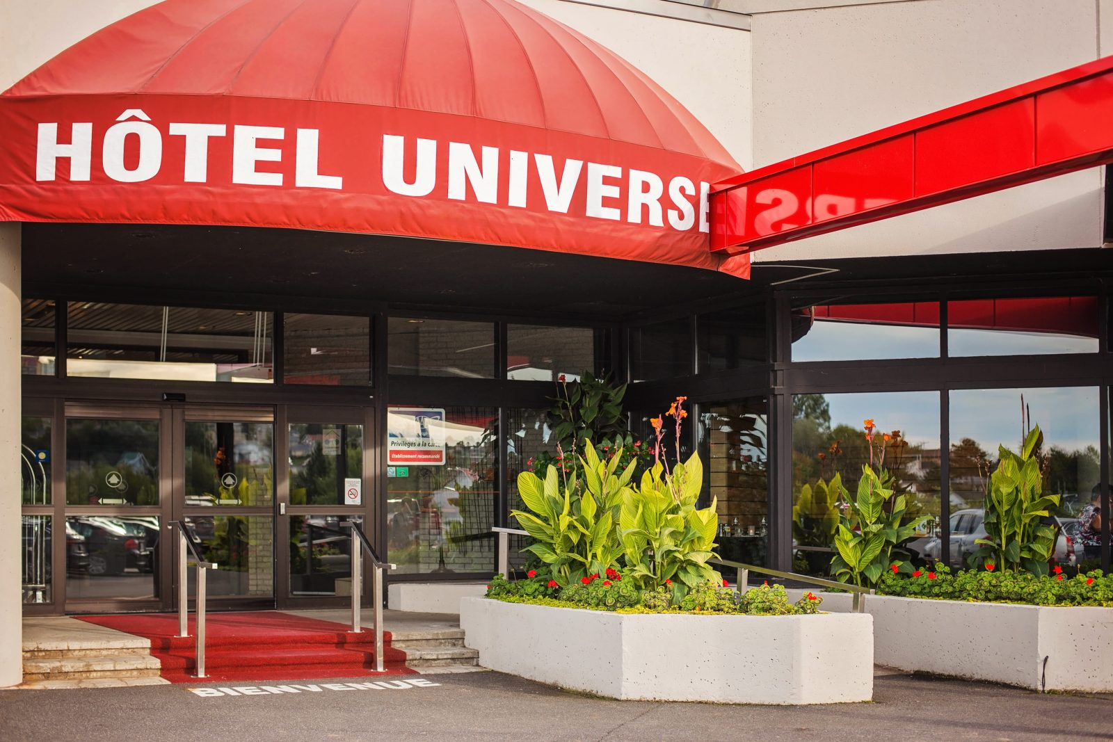 https://www.hoteluniversel.com/wp-content/uploads/2018/09/Hotel-Universel-extérieur-sept-2018-1600x1067.jpg