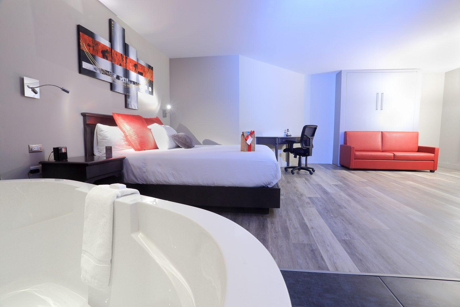 https://www.hoteluniversel.com/wp-content/uploads/2018/09/Suite-505-3-1600x1067.jpg